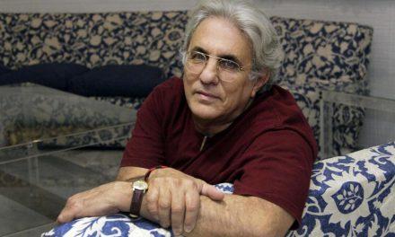 Abilio Estévez: Siempre que escribo novelas me siento libre