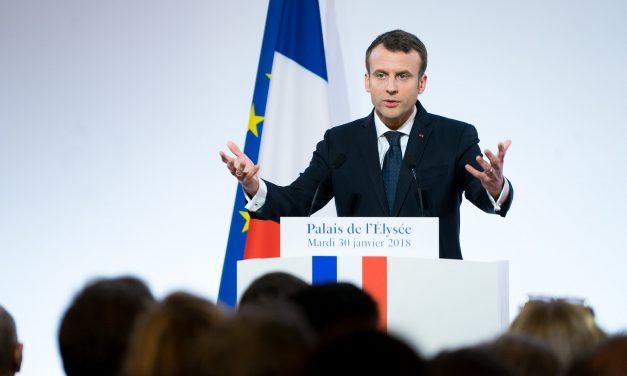 Abofetean en público al presidente francés Emmanuel Macron