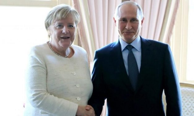 Merkel y Putin, ¿dos autoritarios democráticos?
