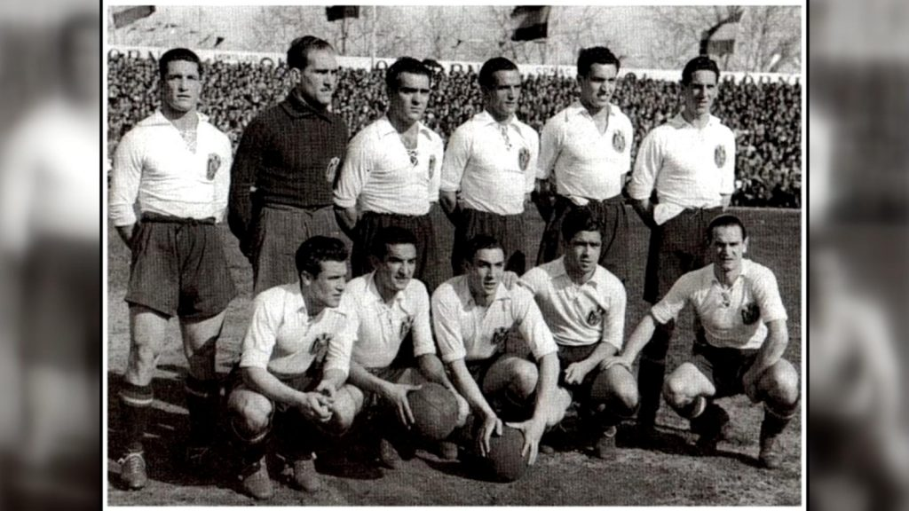 Chus Alonso con Selección española de fútbol antes del partido contra Francia en Sevilla, 15.03.1942.